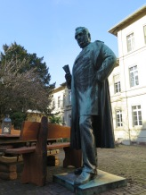 Statue of German chemist Robert Bunsen in Anatomiegarten.