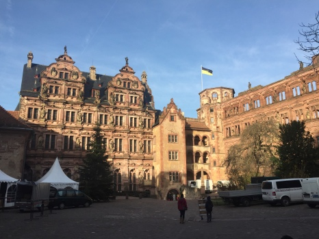 On the left, the Friedrich Building, built between 1601 and 1604. On the right, the Ottheinrich Building, built between 1556 and 1559.