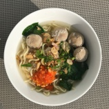 Mie Kocok (noodle soup with beef balls)